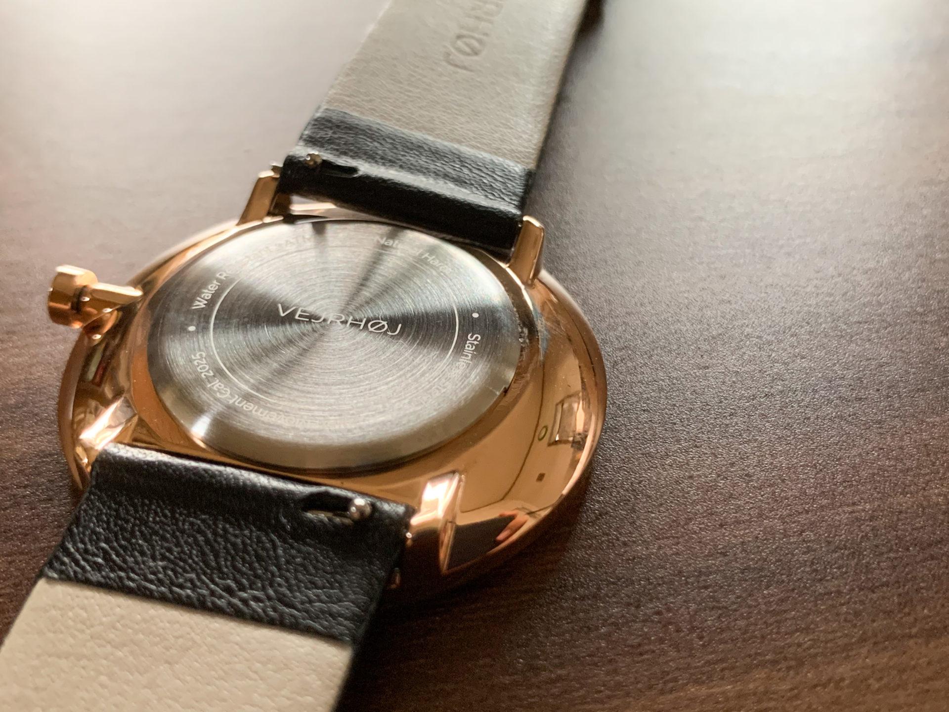 ヴェアホイ,VEJRHQJ,時計,木製時計,ゴールド,美しい時計,北欧,ミニマリズム,ヴェアホイレビュー,ジンプルな時計,おすすめの時計,北欧的クールさ
